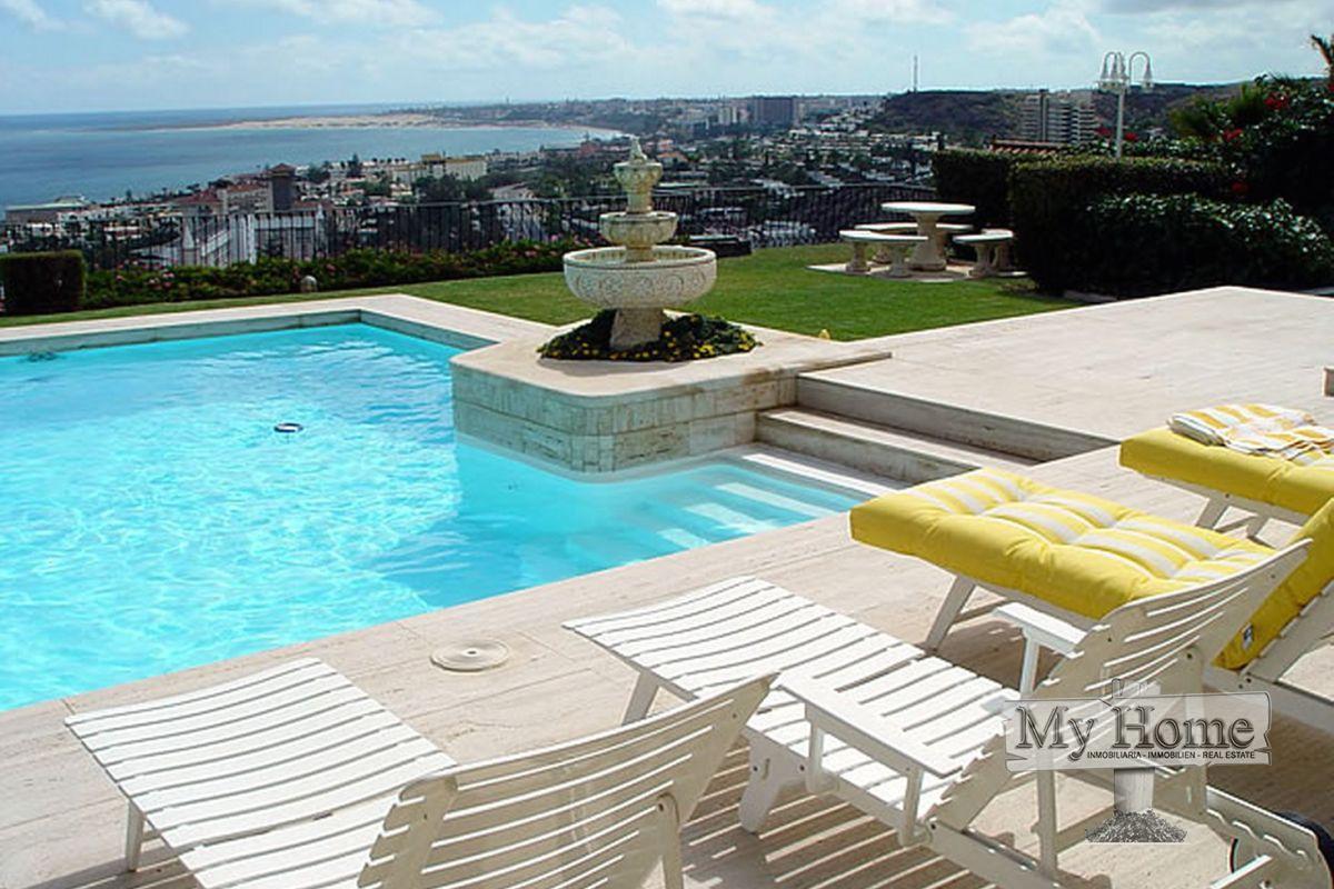 Luxury villa with views over the Atlantic ocean