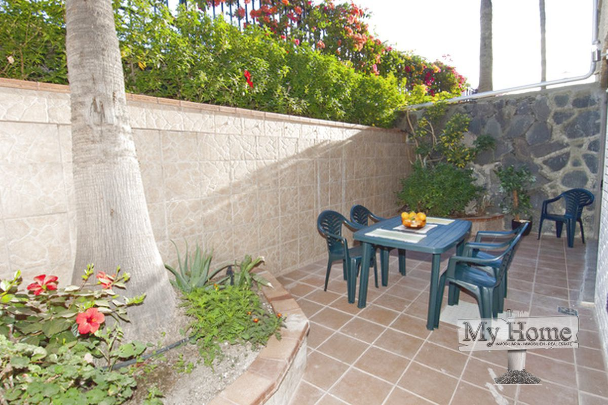 Spacious renovated two bedroom apartment in second line of Playa del Inglés beach.