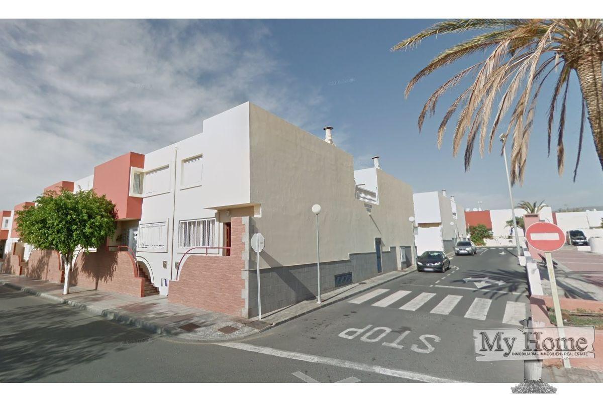 Fantastic duplex for rent in residential area of San Fernando
