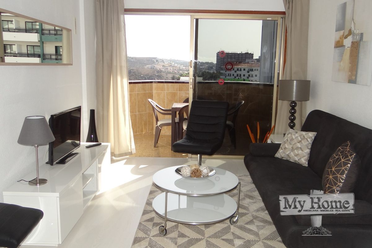 Spacious refurbished apartment with double balcony and open views