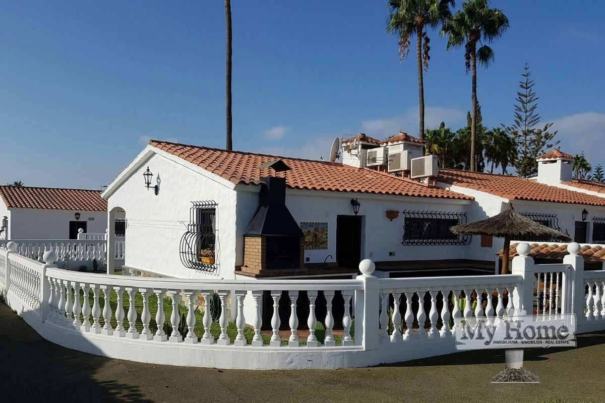 Corner bungalow with spacious garden for sale in Playa del Inglés