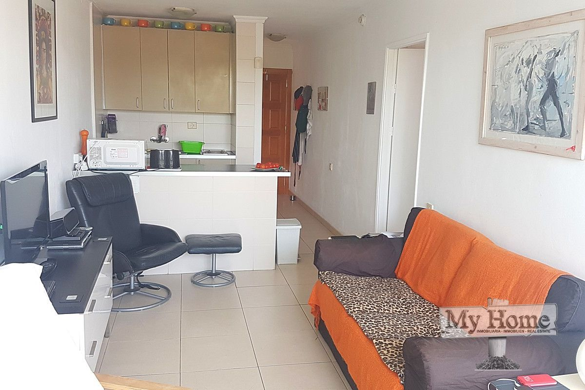 Spacious apartment with pleasant views on main street of Playa del Inglés