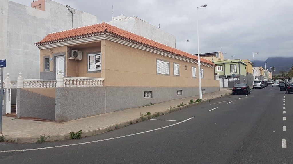 Spectactular house in residential area of Cruce de Arinaga