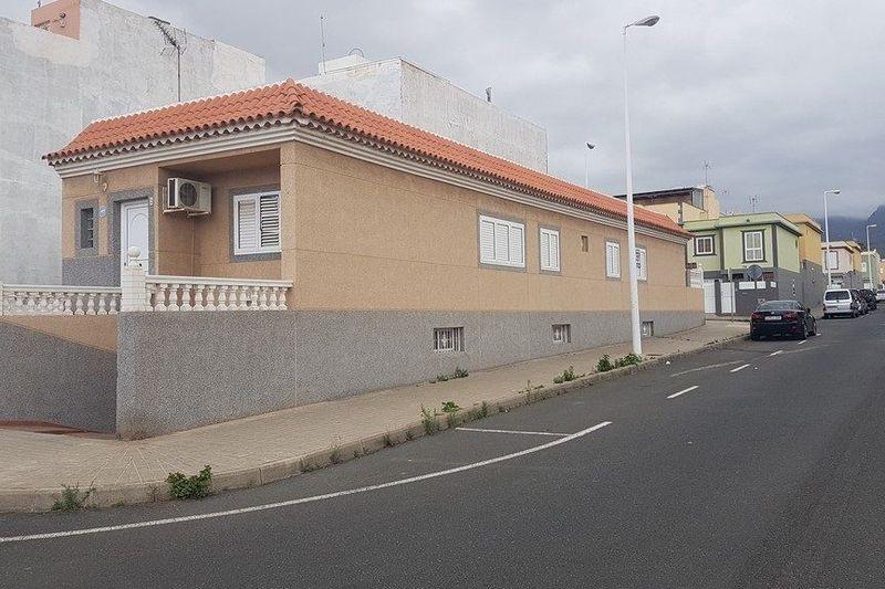 Spectactular house in residential area of Cruce de Arinaga