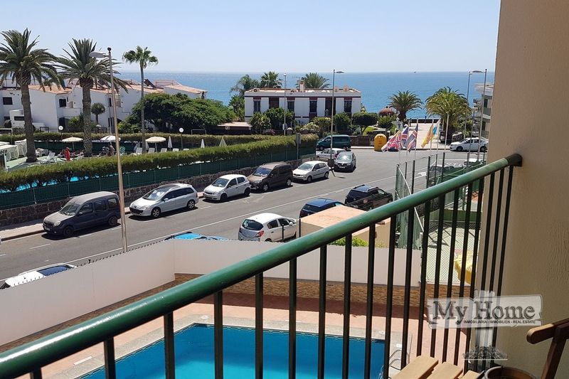 Renovated apartment with sea views in second line of the beach