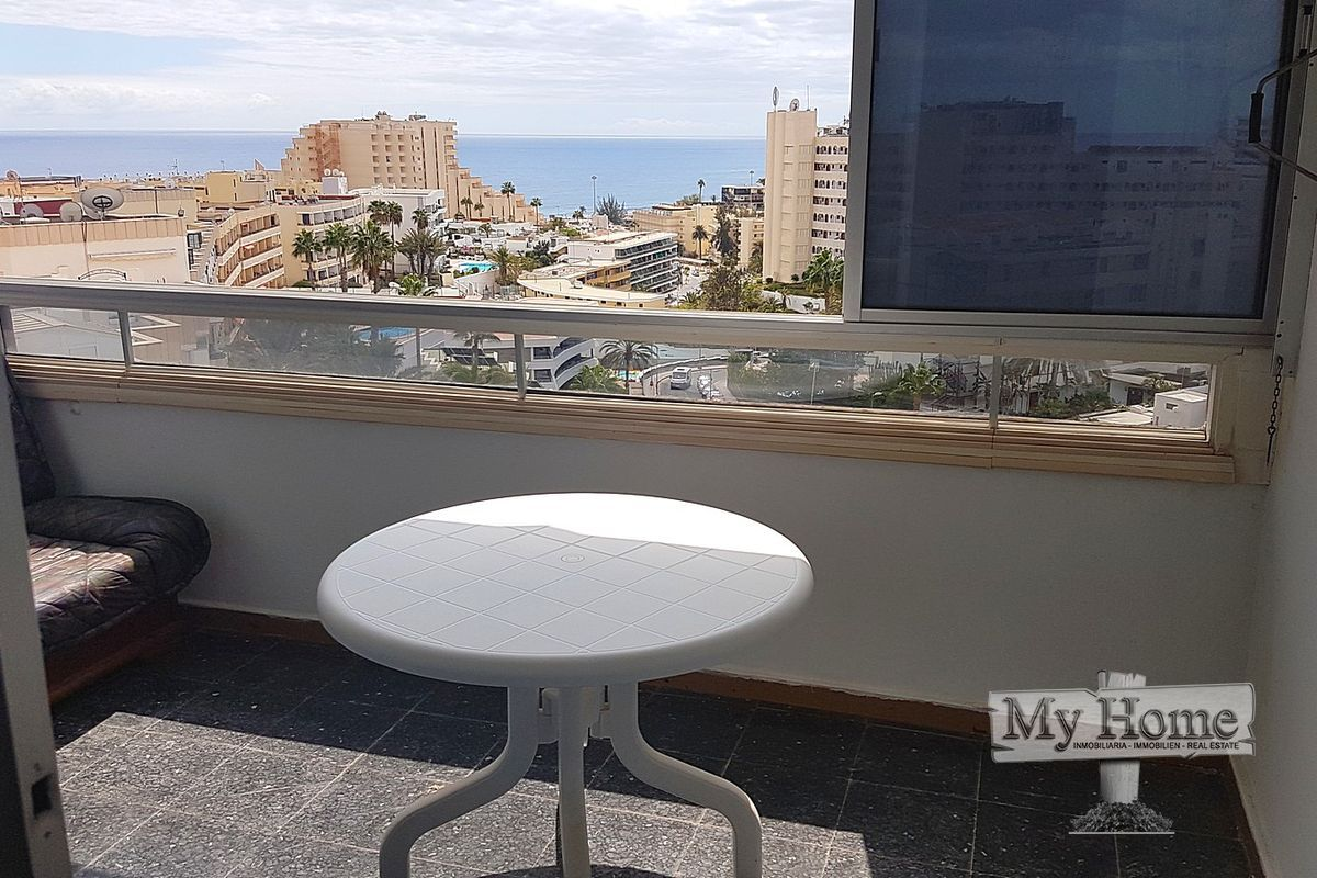 Apartment with sea views in central location