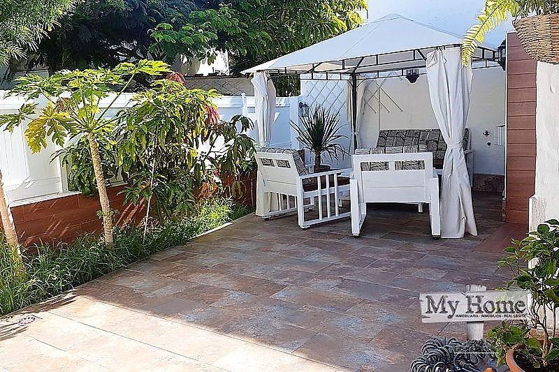 Corner plot bungalow in central yet quiet location of Playa del Inglés