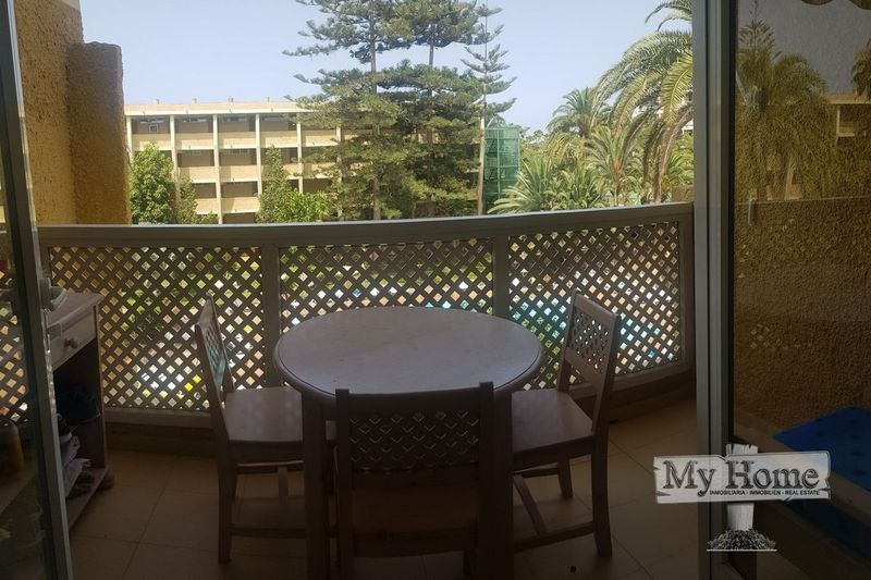Top floor apartment in well kept complex near the beach