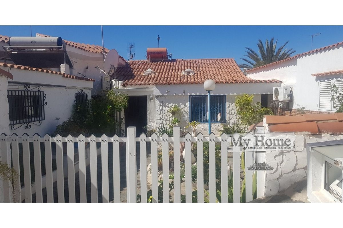 Spacious double bungalow with huge outdoor area in quiet corner of Playa del Inglés