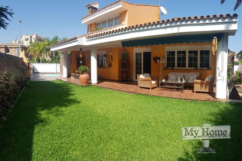 Independent Villa in residential area of Bellavista