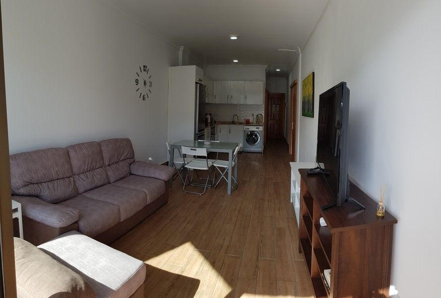 Spacious renovated apartment walking distance from the beach