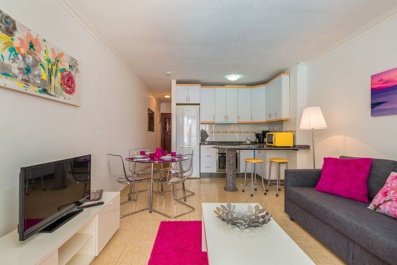 Refurbished apartment for rent on main street of Playa del Inglés
