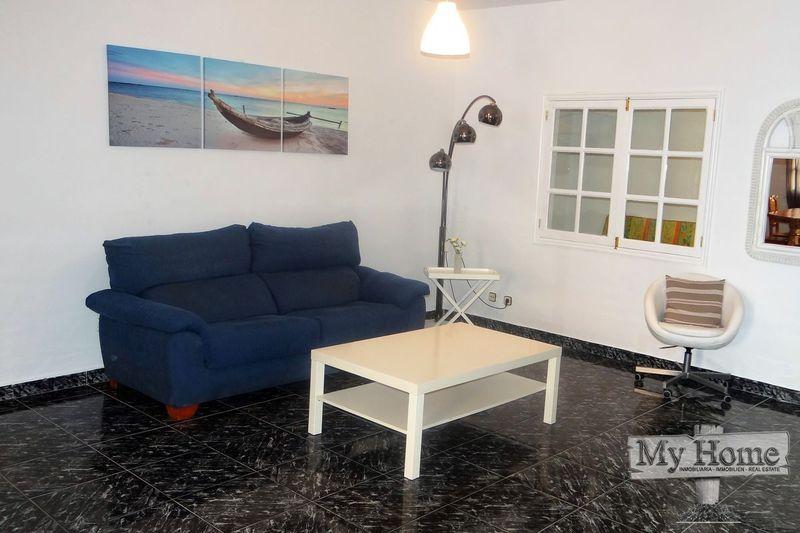 Incredible triplex to rent in quiet area of San Fernando!