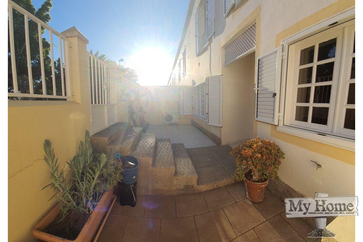 Duplex located in quiet residential area of San Fernando