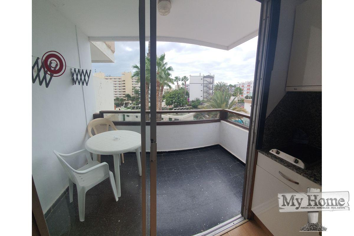 Corner renovated studio in popular complex near the beach