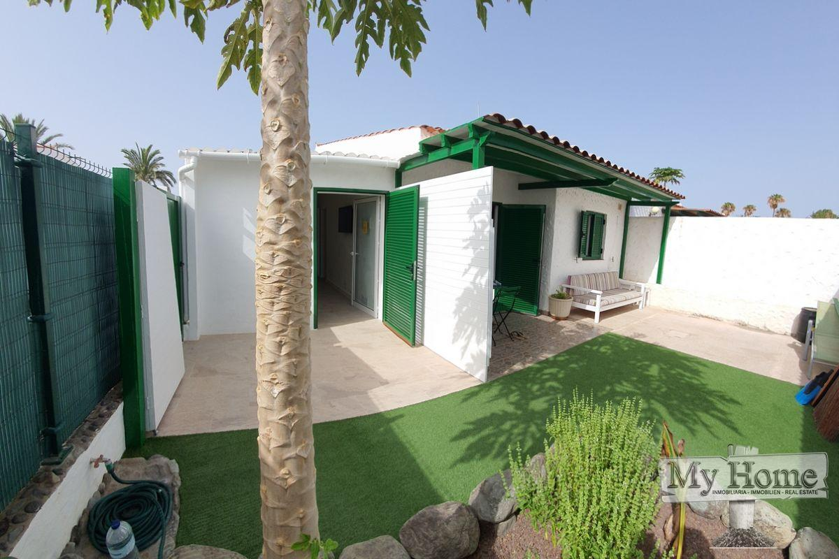 Two bedroom bungalow with direct street entrance in the center of Playa del Inglés