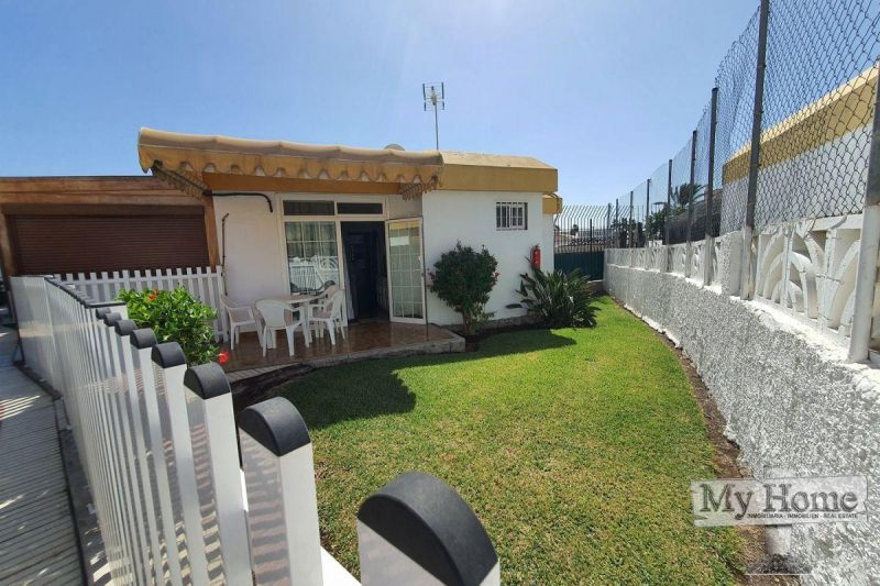 Corner bungalow with private parking in central location of Playa del Inglés