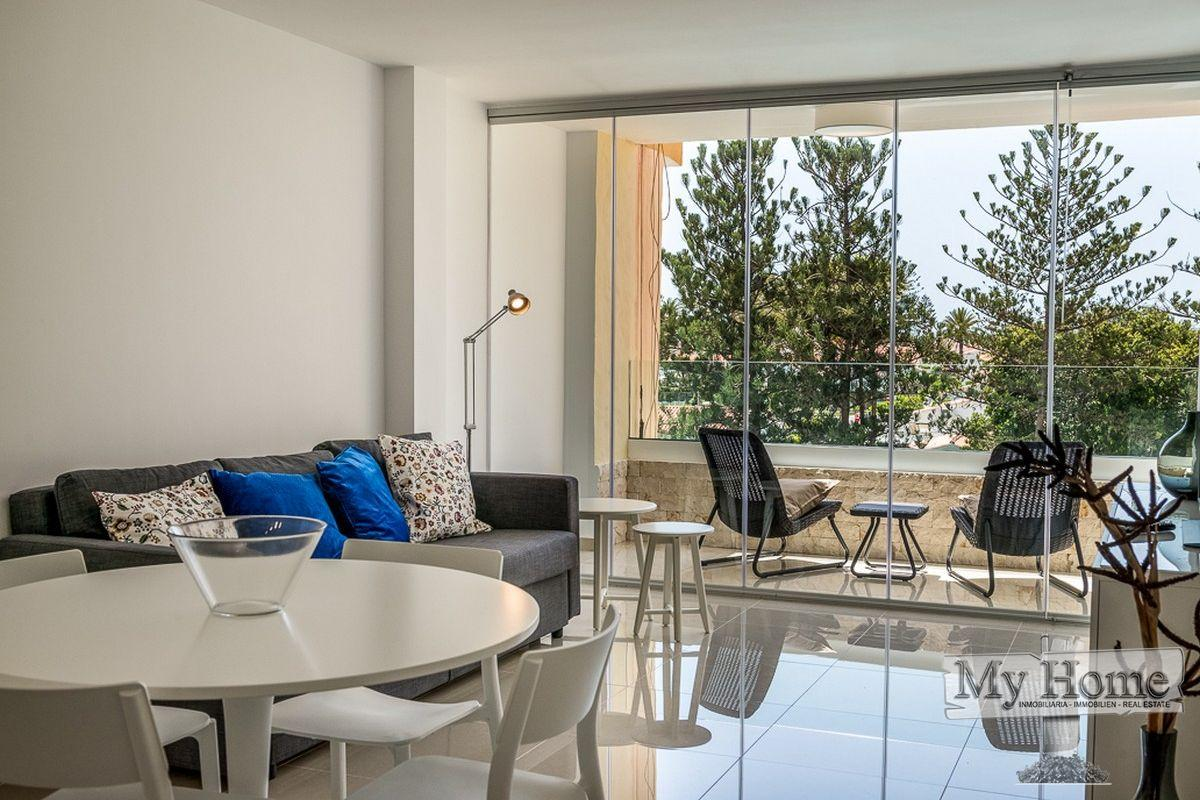 Minimalist renovated apartment in central location