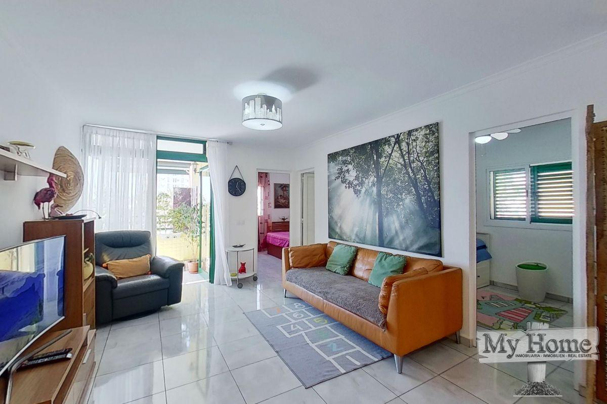 Spacious two bedroom apartment in second line of Playa del Inglés beach