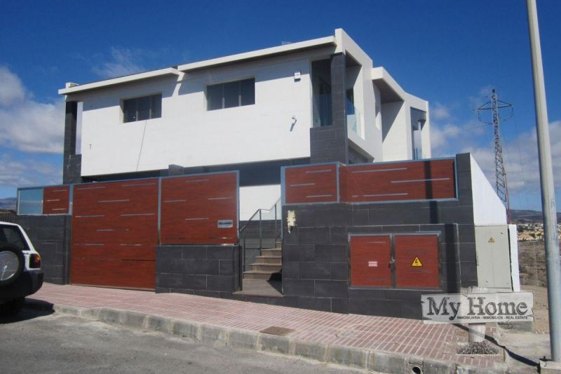 Semi-detached villa in top location