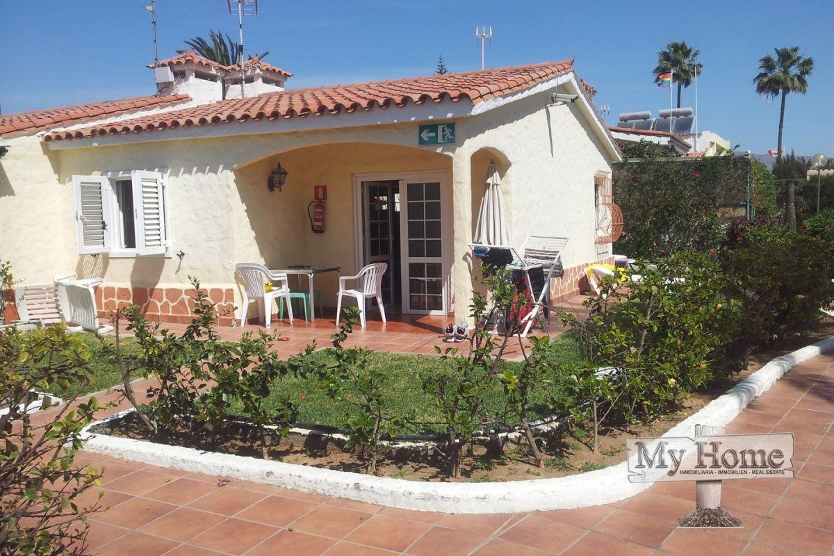 Corner bungalow with big private garden