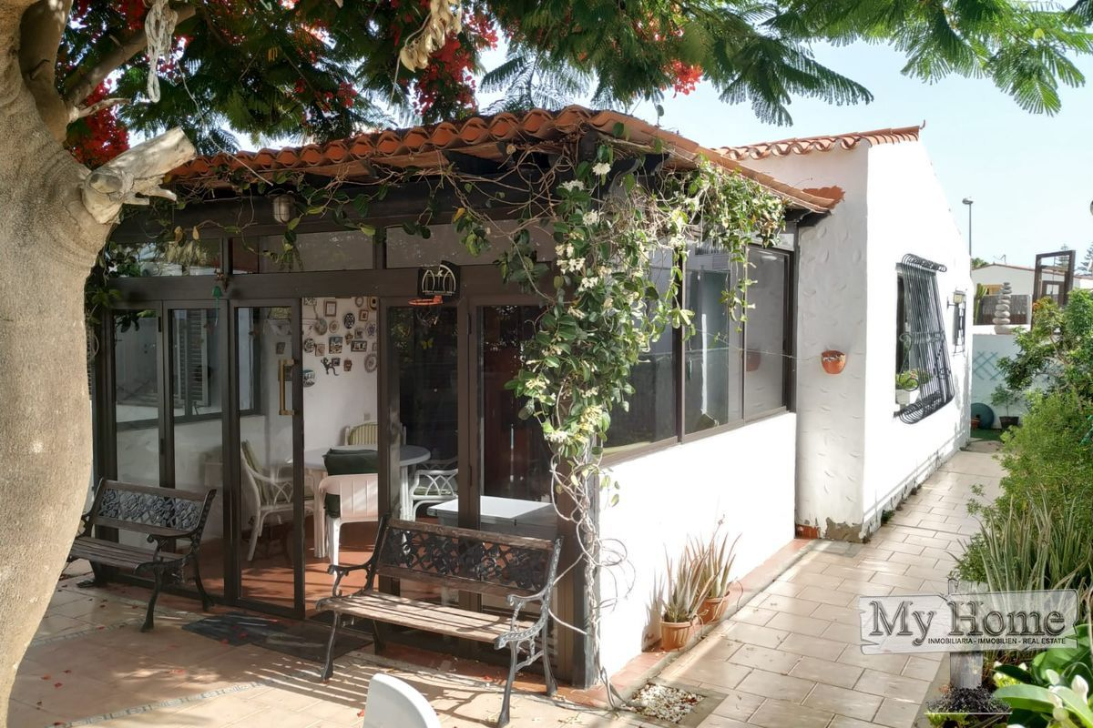 Central bungalow with spacious private terrace