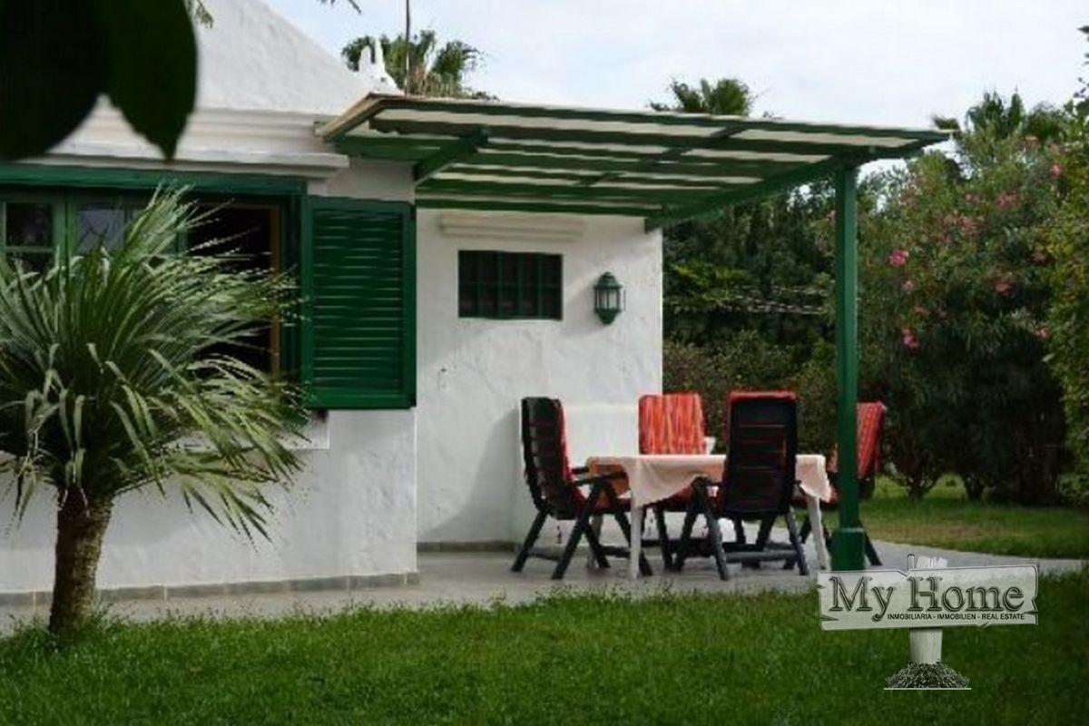 Corner bungalow with massive garden for sale in Maspalomas