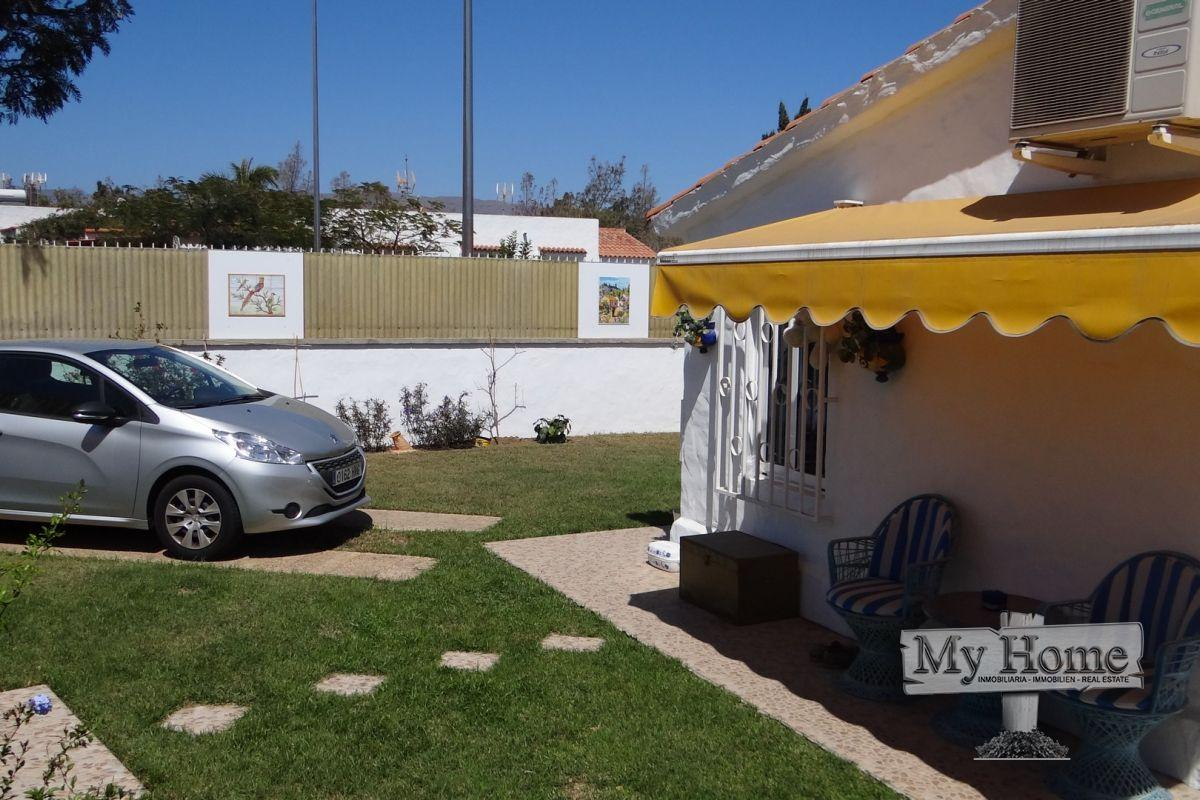 Corner bungalow with private entrance in quiet central complex of Playa del Inglés