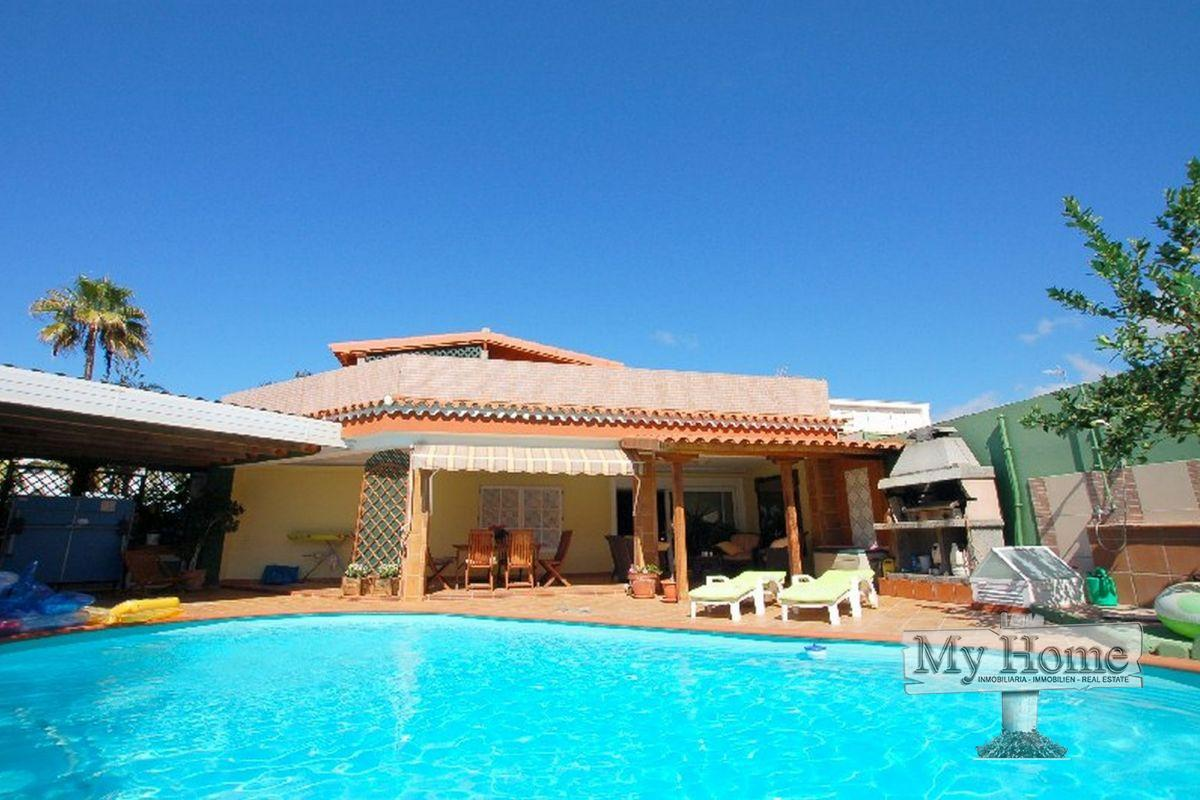 Massive bungalow with private entrance for sale in Playa del Inglés