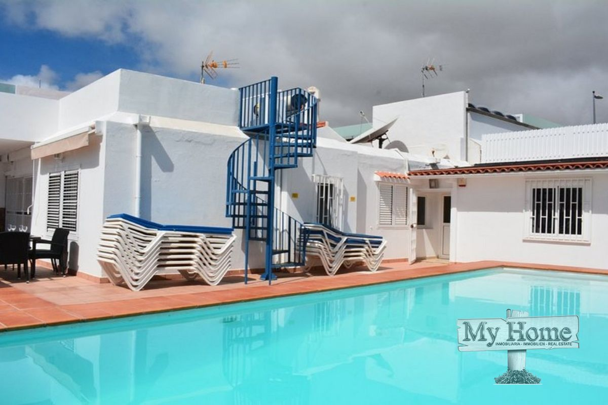 Villa with private pool in central location